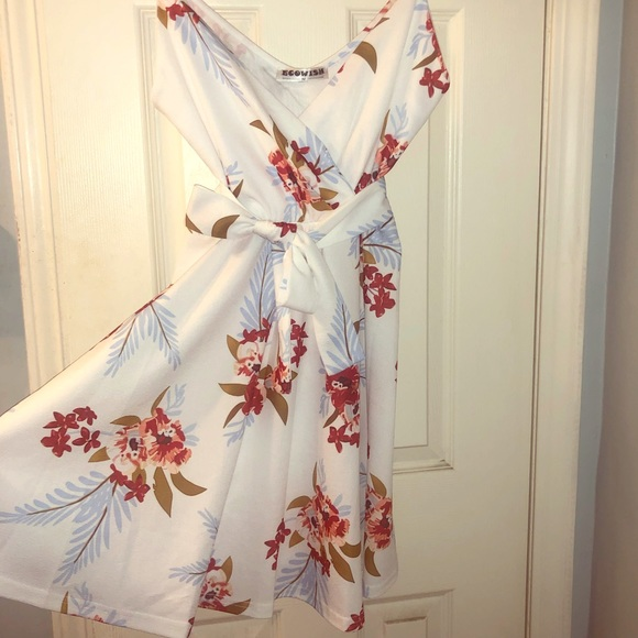 Ecowish Dresses & Skirts - Floral white dress